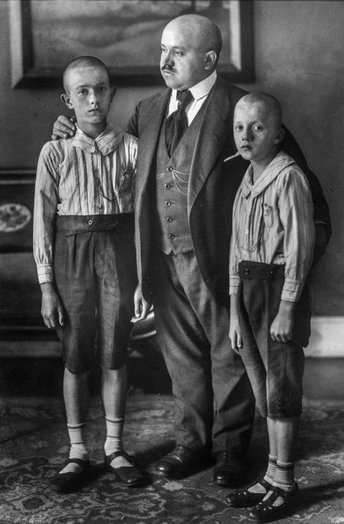 Änkeman med sina söner, Köln, 1914