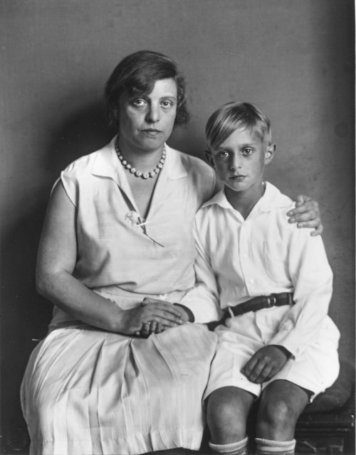 Mor och son (Lou Straus-Ernst med sonen Jimmy), 1928