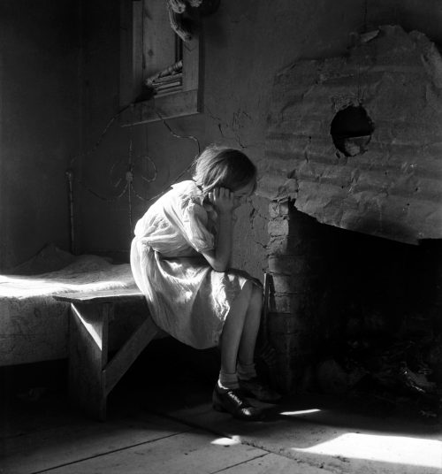 Dorothea_Lange,_Resettled_farm_child,_New_Mexico,_1935