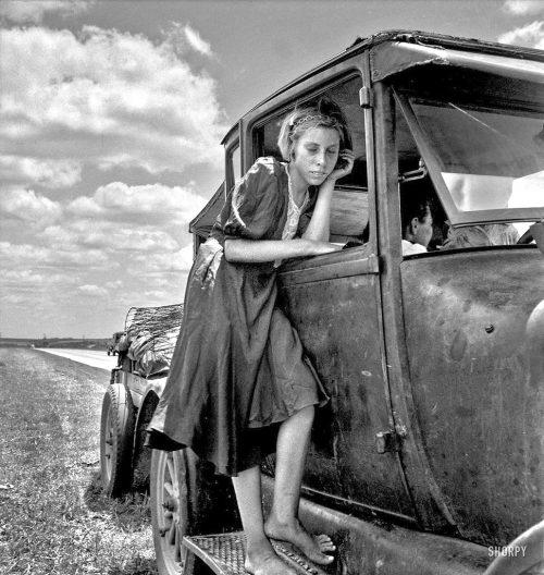 lange flicka och bil